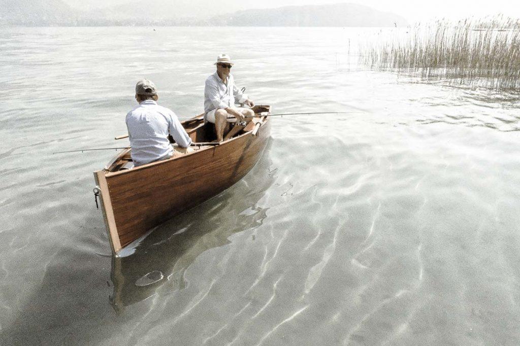 peche-lac-annecy-spritz-barque-en-bois-ancienne-traditionnelle-bateau-classic-annexe