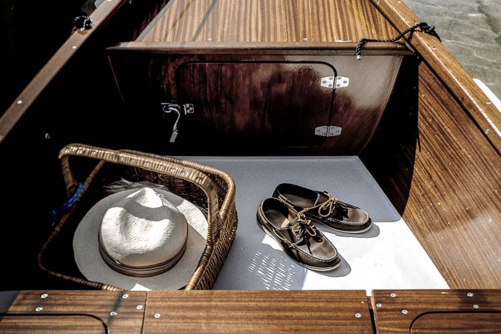 coffre-rangement-barque-en-bois-ancienne-traditionnelle