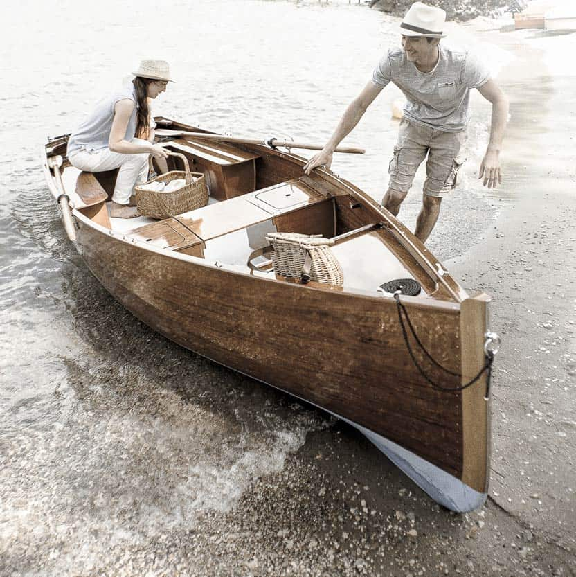 spritz-barque-en-bois-ancienne-traditionnelle-bateau-classic-annexe-