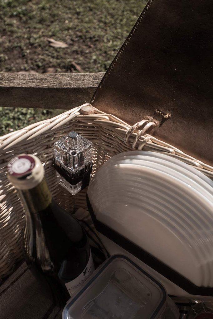 Vannerie, sellerie artisans MOF, savoirs vernaculaires.Panier pique-nique Épicure fait main de fabrication Française, made in France